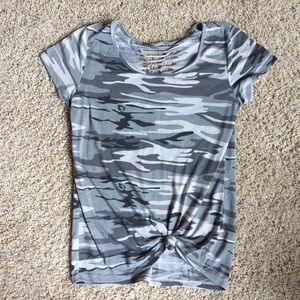 7H Hybrid Camo Top Front Knot Green Cut Out Tee M